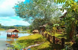 Le jardin tropical au Nirvana Archipel Resort au Laos